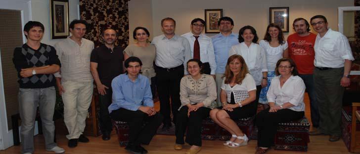 Cena turca con profesores y estudiantes